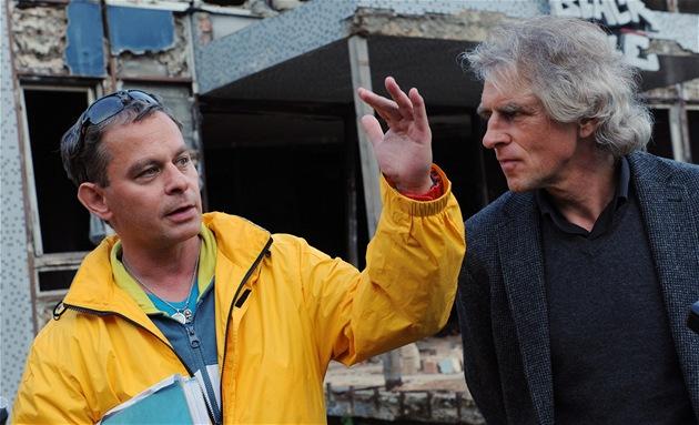 Natáčení seriálu Sanitka 2. Na snímku režisér Filip Renč se scenáristou Ivanem...