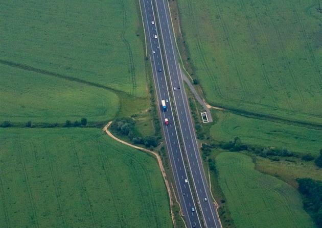 Rychlostní silnice R49 povede p�es lesy Vizovických vrch� (Ilustra�ní snímek).