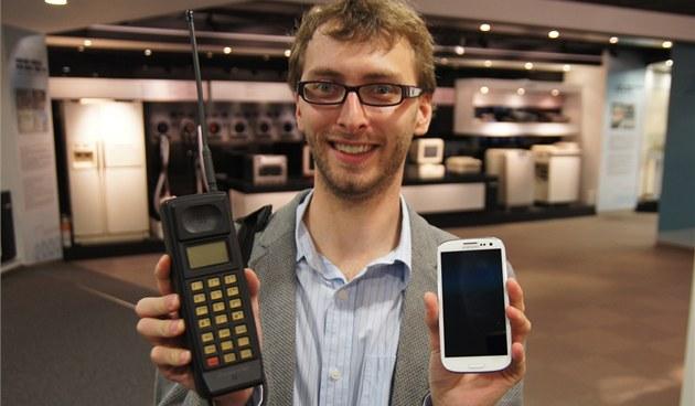 Samsung SH-100, první mobilní telefon zna�ky a jeho nejmlad�í p�íbuzný Galaxy S