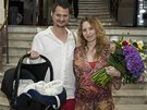 Tereza Bebarová a Ivan Kotmel si odnesli z porodnice dceru Klaudii.