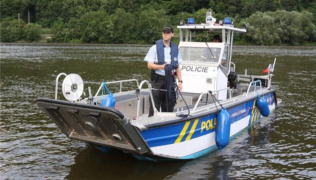 Plavidlo Faster 650 cat bylo postavené na zakázku. Plout m�e i v místech, kde