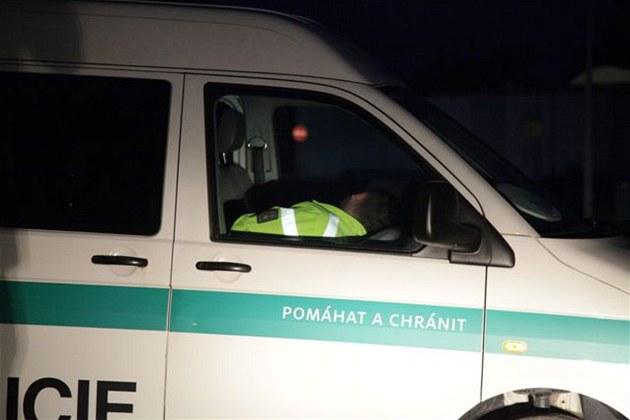 Spící policisté v dodávce u �erpací stanice na 89. kilometru dálnice D1 v
