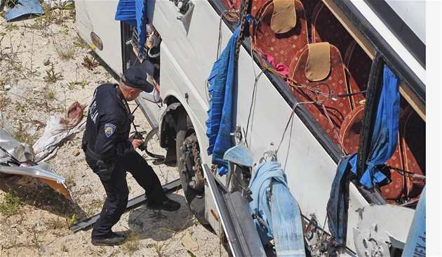 Policie vy�et�uje nehodu �eské autobusu v Chorvatsku, p�i ní� zahynulo 8 lidí...