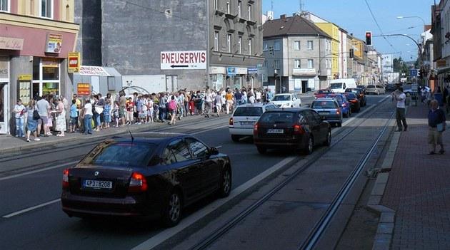 Hra�ká�ství v Plzni rozdávalo za p�kné vysv�d�ení lego. Pro stavebnici si