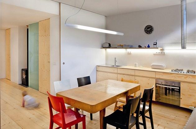 Kuchy�ská linka je vytvo�ena podle návrhu Markéty Smr�kové a jejího partnera