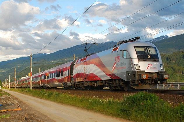 """Nejdel�í a nejrychlej�í vlajka jezdí """"vlakem"""" po Rakousku"""