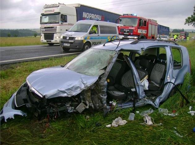 U Havlí�kova Brodu se srazil kamion s osobním automobilem. �idi�e auta museli