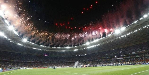 A JE KONEC. Po skon�ení finálového zápasu fotbalové EURO definitivn� zakon�il