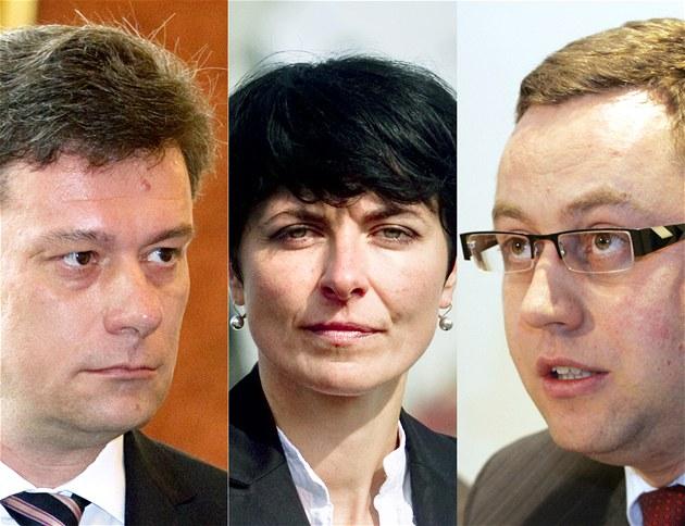 Ministr spravedlnosti Pavel Bla�ek (vlevo), státní zástupkyn� Lenka Bradá�ová a