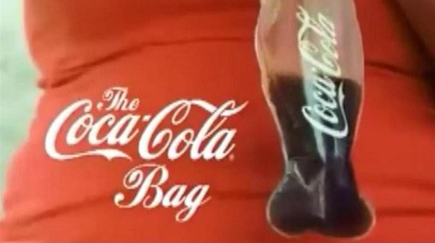 Nová budoucnost Coca-Coly, bude se prodávat v pytlících.