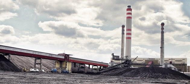 Zásoba uhlí u elektrárny v Opatovicích nad Labem (26. �ervna 2012)