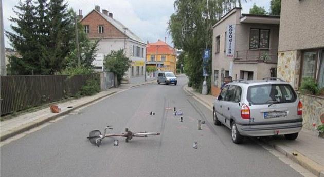 Tragická nehoda cyklistky v Zoubkov� ulici v Kostelci nad Orlicí (13. �ervence...