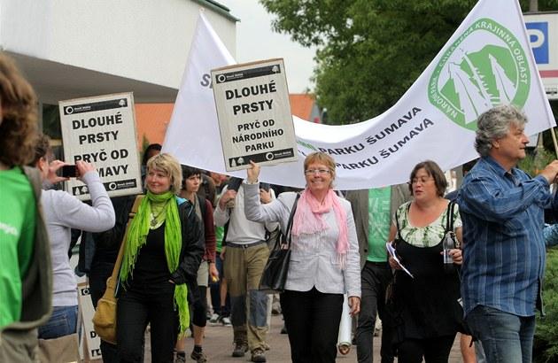 Příznivci ekologického hnutí Duha uspořádali v Hluboké nad Vltavou demonstraci...