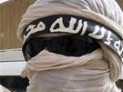 Ozbrojenci z islamistické organizace Ansar Dine, která spolu s Tuaregy ovládá sever Mali (16. června 2012)