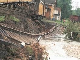 Pohled na nádraží v Loučné nad Desnou po povodních roku 1997.