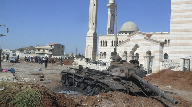 Zni�ený tank syrské armády v provincii Aleppo