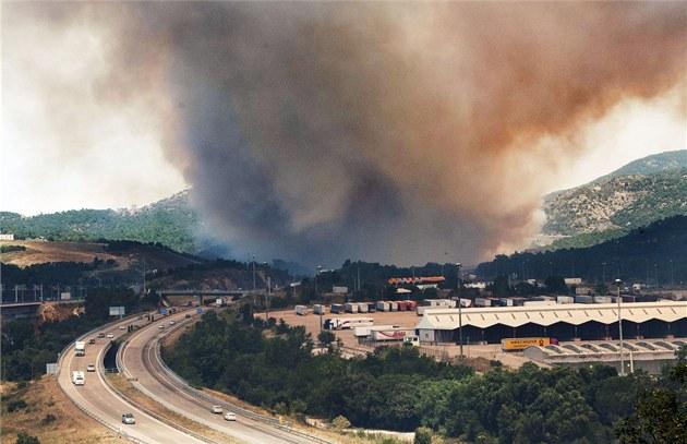 Po�ár v lesích u m�sta La Jonquera na severovýchod� �pan�lska poblí� hranic s