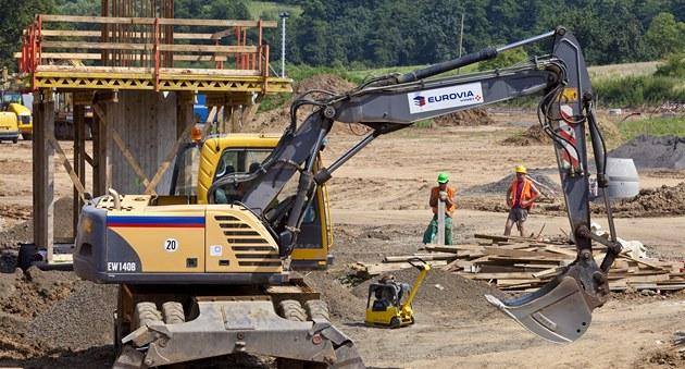 Stavební práce na dálnici D8 u �ehlovic