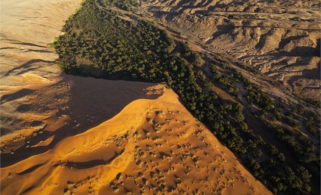 �eka Kuiseb rozd�luje pou�� Namib na dv� vzhledov� rozdílné �ásti.
