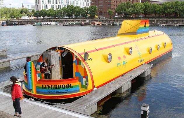 Fanou�ci skupiny Beatles mohou v Liverpoolu p�enocovat ve skute�né �luté