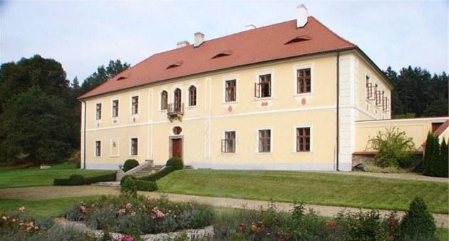 Malebný zámek �ivotice nedaleko Nepomuku v Plze�ském kraji. Hlavní podobu zámku...