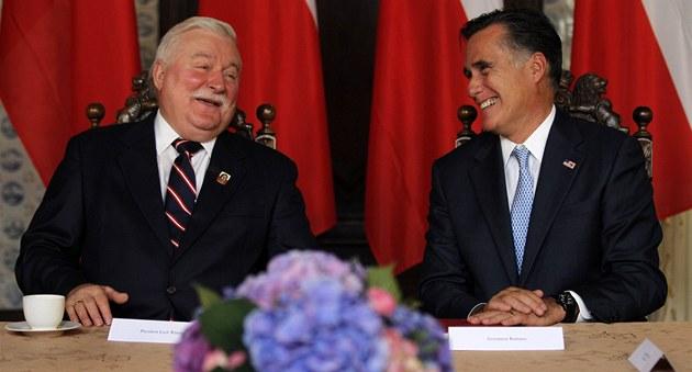 Mitt Romney (vpravo) a  n�kdej�í polský prezident Lech Walesa (30. �ervence
