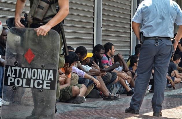 P�i zátahu na ilegální p�ist�hovalce zadr�ela �ecká policie p�es 6 000 lidí,
