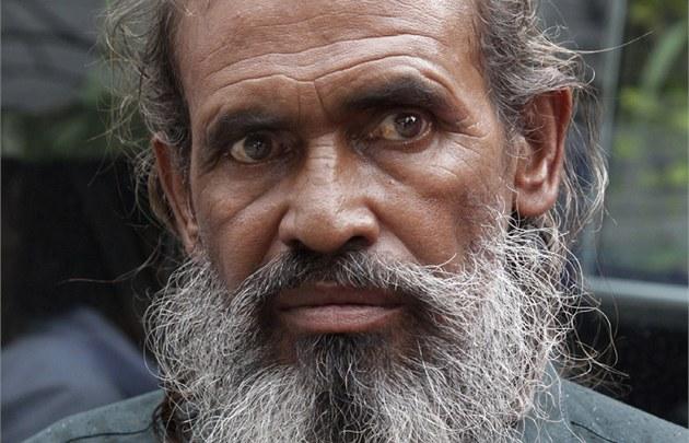Dvaapadesátiletý Bangladé�an Moslemuddin Sarkar po svém návratu do Bangladé�e