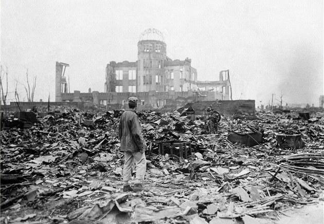 Pohled na Hiro�imu m�síc po svr�ení atomové bomby (8. zá�í 1945)