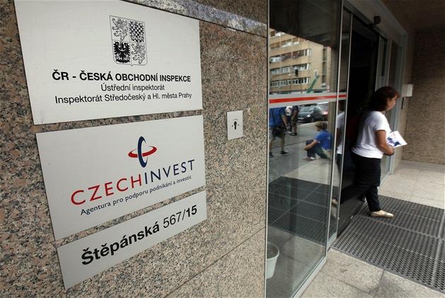 Budova státní agentury CzechInvest b�hem policejní razie (8. srpna 2012)