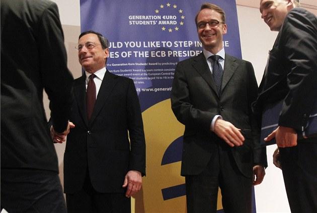 Prezident Evropské centrální banky Mario Draghi (vlevo), a �éf n�mecké