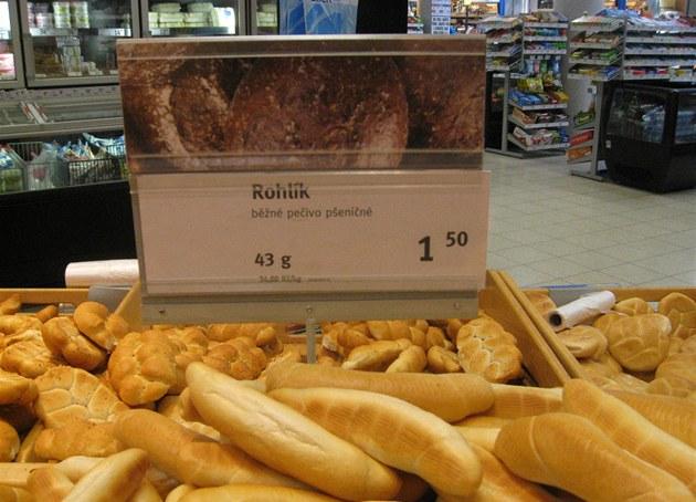Supermarket Albert na Smíchov� rozpéká více ne� polovinu pe�iva. Klasické