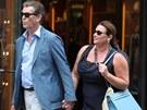 Pierce Brosnan s manželkou v Paříži