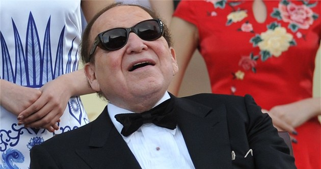 Hazardn&#237; magn&#225;t Sheldon Adelson bhem slavnostn&#237;ho oteven&#237; sv&#233;ho kasina v