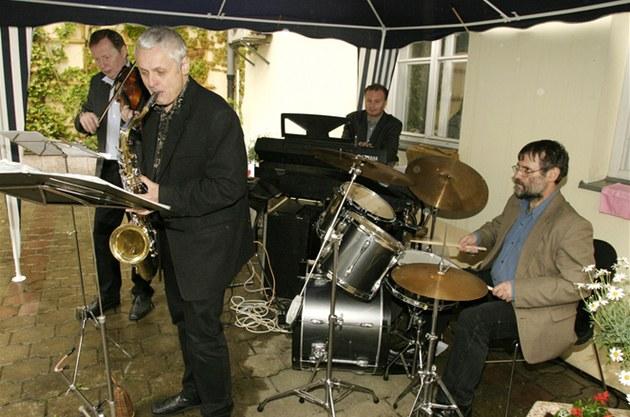Jazz Fragment Prague koncertuje, zleva: Milan P�kný, Viktor Kotrubenko, Ale�