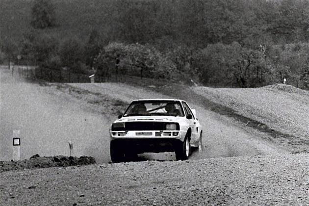 Test rallyspeciál� Audi na polygonu v De�né.