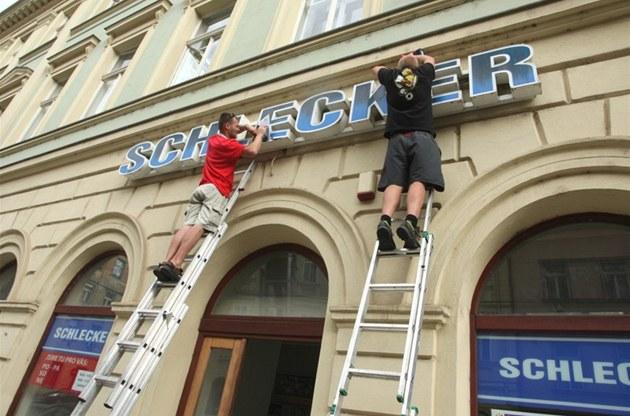 Z prodejen Schlecker, k nim� se p�ipojí �ást na�ich stávajících obchod�, vznikne nová sí� 190 modrých drogerií Teta kosmetika.