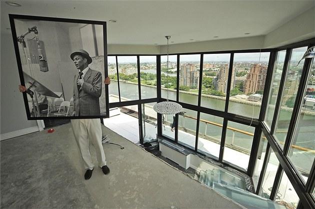 Americký zp�vák Frank Sinatra �il ve st�e�ním byt� na Manhattanu a m�l báje�ný...