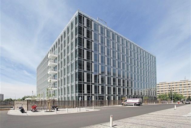Osmipodla�ní budovu navrhlo architektonické studio Richard Meier & Partners z