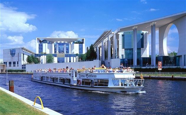 """Berlínská """"pra�ka"""" láká tisíce turist� a pat�í k symbol�m m�sta."""
