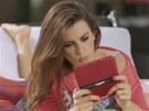 Penelopé Cruzová v reklamě na New Super Mario Bros 2