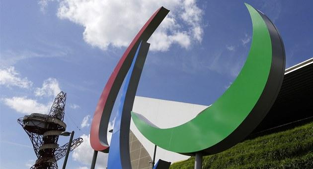 KRUHY ZMIZELY. Olympijskou symboliku v Londýn� vyst�ídaly paralympijské motivy.