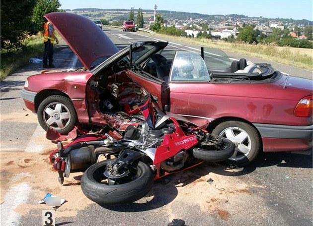 U Ho�ic zahynul p�i dopravní nehod� motorká�. (19. 8. 2012)