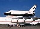 Raketopl�n Buran na h�bet� An-225 na leteck� v�stav� v Pa��i v roce 1989