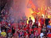 OHE� NA OSLAVU. Plze�t� fanou�ci oslavili ligov� v�t�zstv� nad Mladou Boleslav� ohn�m.