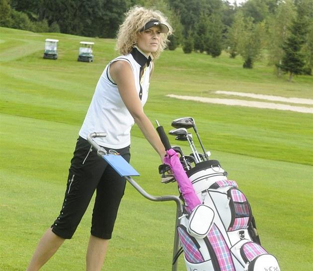 Kate�ina Sto�esová se vrhla na golf.