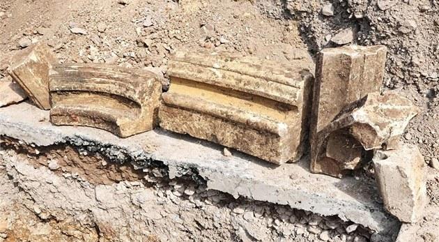 Archeologové v Leicesteru u� objevili rámy oken, které nejspí� pocházejí z