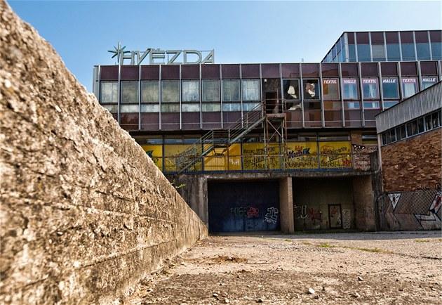 N�kdej�í socialistické st�edisko Hv�zda na okraji Hradce dlouhodob� chátrá.