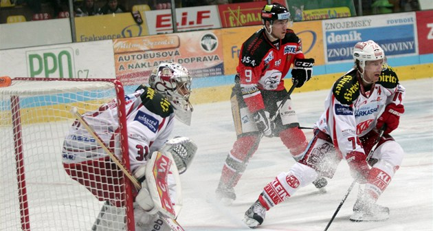 Momentka z utkání mezi hokejisty Znojma a Klagenfurtu.