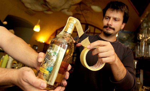 Pavel Ba�ura, provozní brn�nské kavárny Trojka pe�etí alkohol nedlouho po